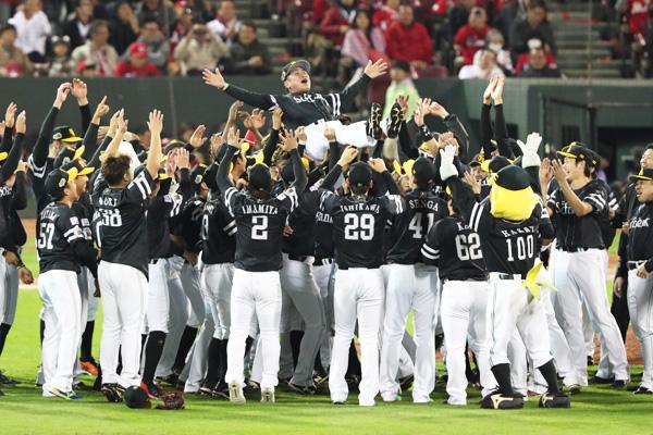 本日(11/4)限定・福岡ソフトバンクホークス優勝記念セールを行います!!